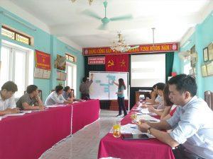 Hình 1: Giảng viên chia sẻ thông tin ở khóa học