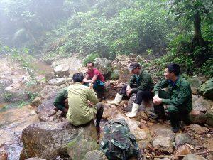 Hình 3. Cán bộ Xuân Liên tham gia hoạt động điều tra thực địa sau khóa tập huấn
